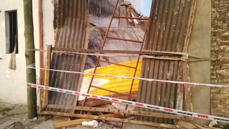 La explosión se produjo en un galpón de calle Biedma.