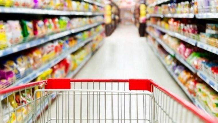 El consumo en supermercados y centros cayó casi 4% en julio
