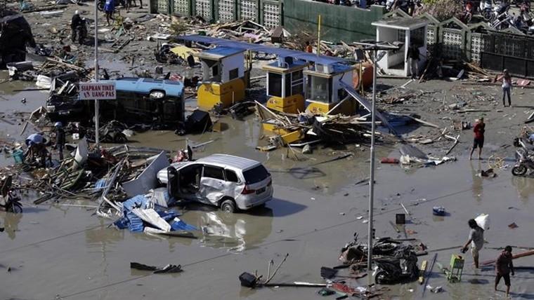 Autoridades en Indonesia estiman que hay mil desaparecidos tras el terremoto