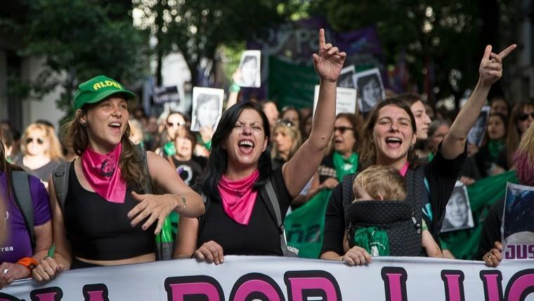 La nutrida marcha reclamó justicia por Lucía.