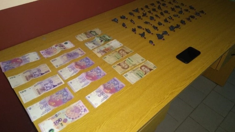 Secuestraron droga, dinero y un celular.