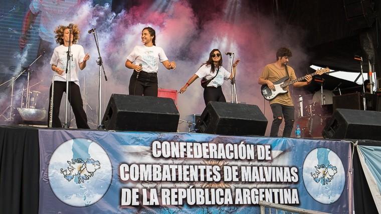 Vigilia 2 de abril en Rosario Vigiliamalvinas20192.jpg_1572130063