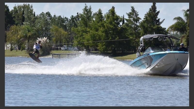 Con estrictas medidas de seguridad, podría volver  el wakeboard.