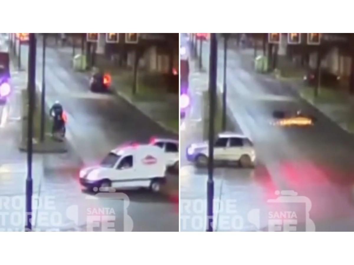 Video: motociclista cruzó en rojo, se subió a un cantero y perdió el control