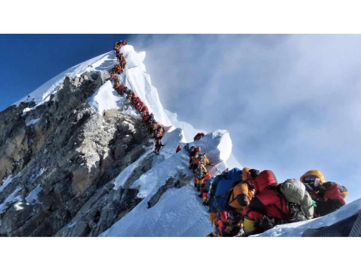 Al menos cuatro muertos en la cima de un Everest colapsado