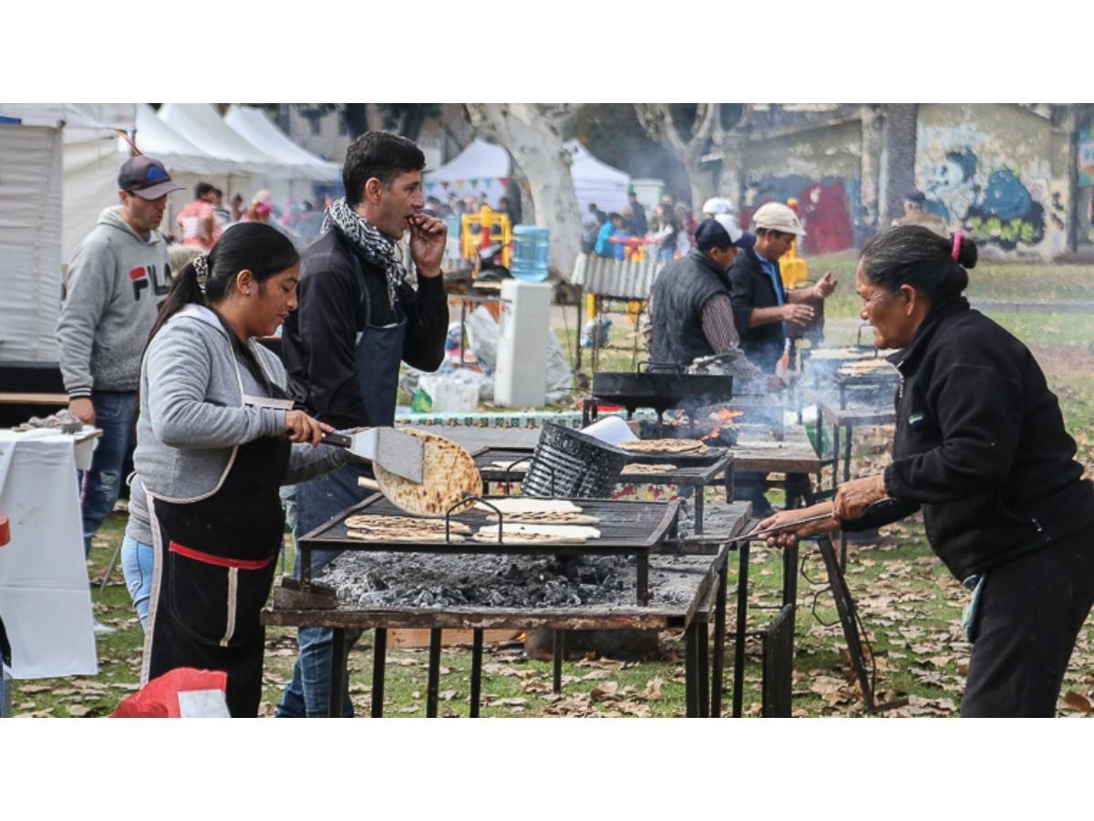 Fotos que tientan: la fiesta de la torta asada en este 25 de Mayo