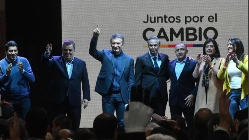 Suena el tema de Ulises Buenos y todos sonríen. Después Macri se fue.
