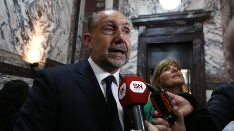 Perotti, acompañado por Rodenas, en el acto de asunción del nuevo rector de la UNR.