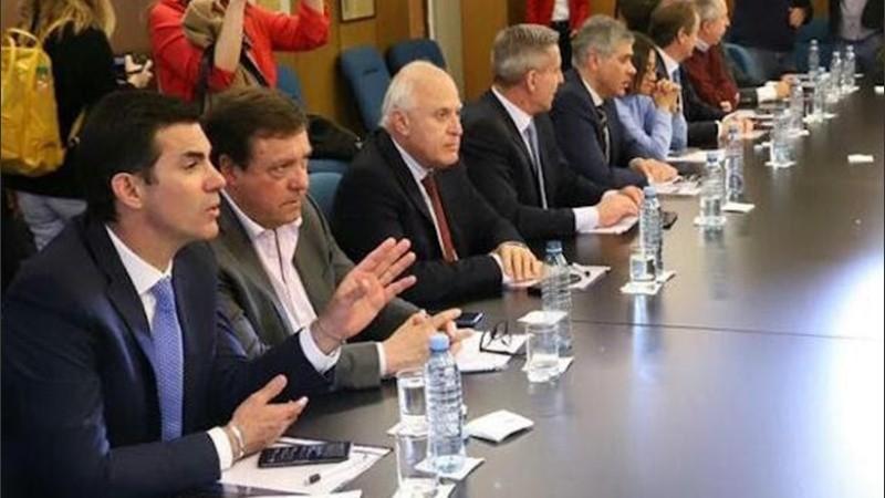 El gobernador santafesino se reunió con sus pares en Buenos Aires.