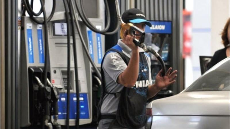 El gobierno volvió a congelar el precio de las naftas hasta el 29 de febrero