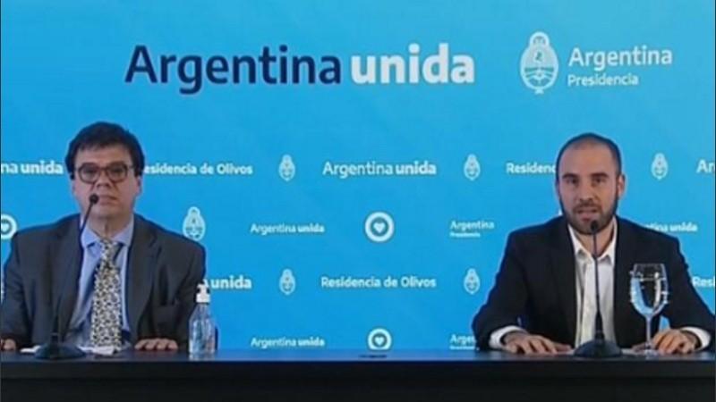 Los ministros de Trabajo, Claudio Moroni y de Economía, Martín Guzmán, durante el anuncio.