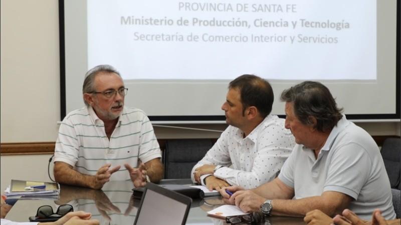 En diálogo con Radio 2, el ministro no descartó nuevas medidas para reactivar la economía y la producción.