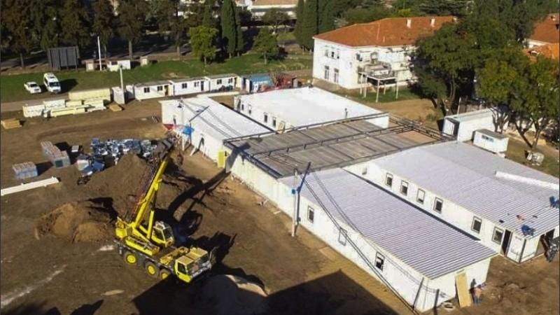 Uno de los hospitales modulares se construye en Granadero Baigorria.