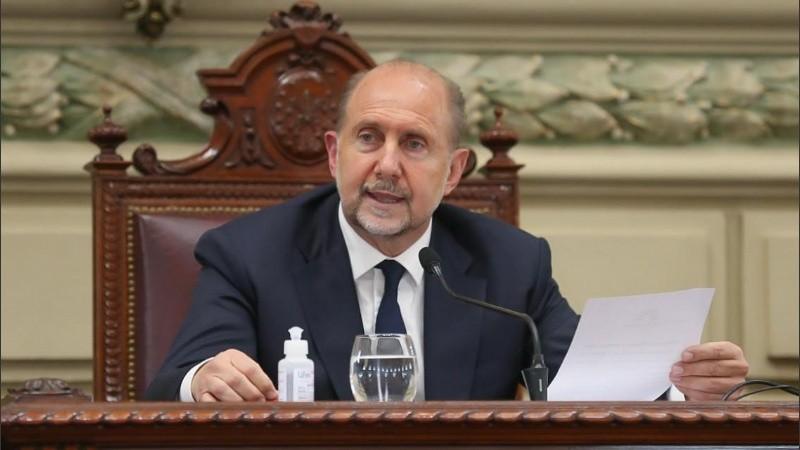 El gobernador firmó el decreto de rebaja salarial para funcionarios políticos.