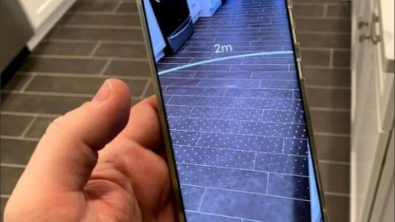 La app crea un anillo virtual de dos metros alrededor de la persona.
