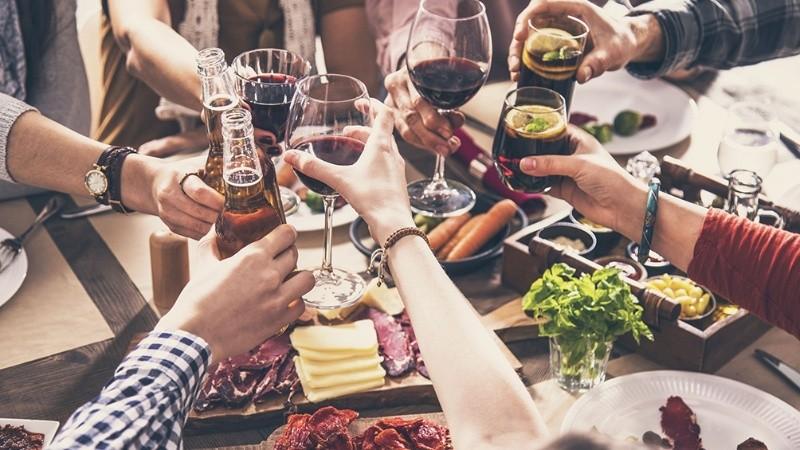 comida_amigos_reunion_social_telam.jpg_1756841869