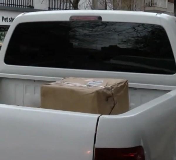 Los agentes trabajaron de incógnito y se llevaron al acusado y el envío.