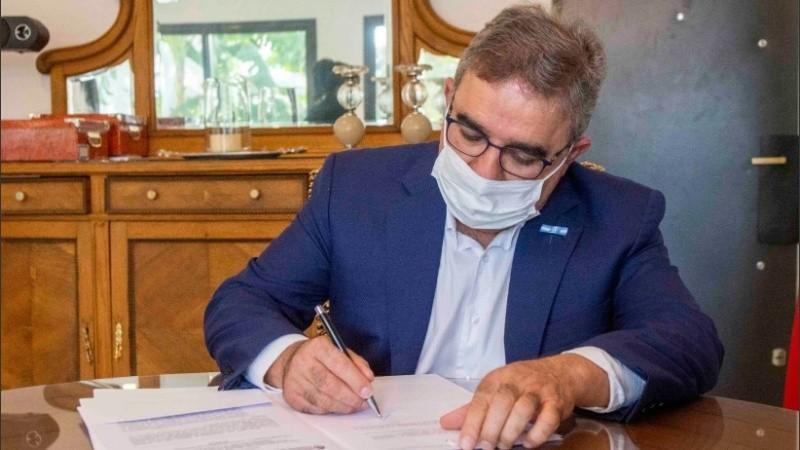 El gobernador Jalil confirmó el primer caso de coronavirus en Catamarca.