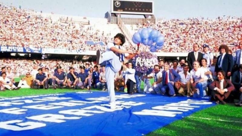 El Napoli le cambia el nombre al estadio San Paolo: se llamará Diego  Armando Maradona | Rosario3