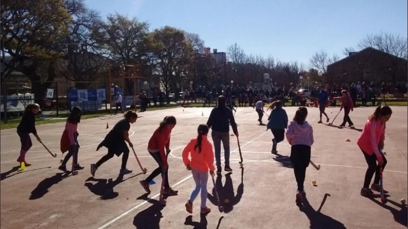Primero profesores de educación física armarán los equipos recreativos.