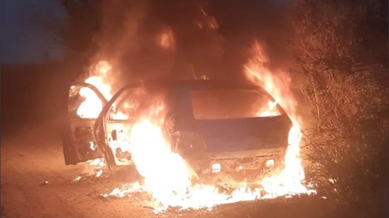El auto quemado estaba en Villa Gobernador Gálvez.