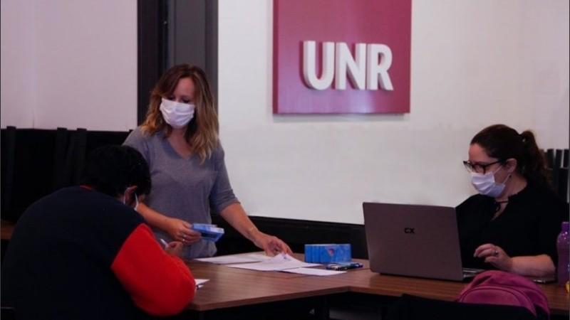 La UNR reforzó la ayuda desde el inicio de la pandemia.