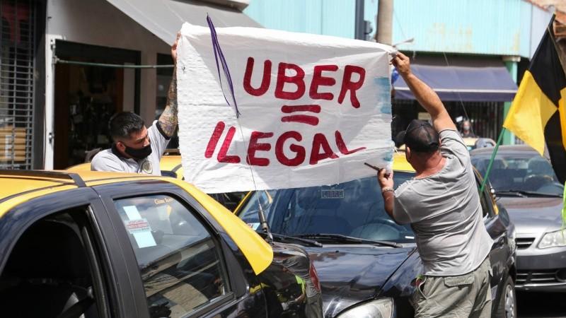 En la ciudad, los taxistas también exigieron ser incluídos en el plan de vacunación contra el coronavirus.