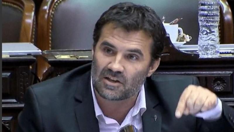 El secretario de Energía, Darío Martínez, firmó el decreto con la extensión provisoria del sistema vigente.