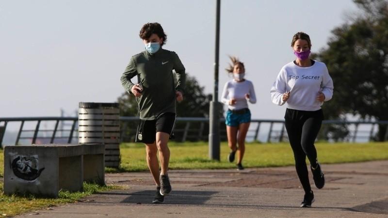 Ahora sí se puede desarrollar actividad física al aire libre y sin contacto con otros.
