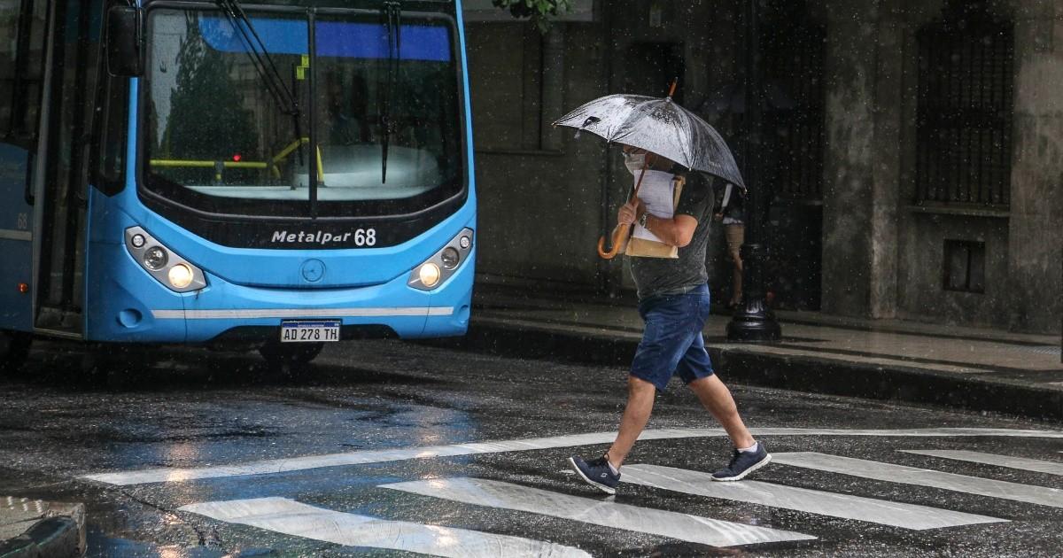 El clima en Rosario: una tormenta sorpresiva que derrumbó la temperatura y largó hasta granizo | Rosario3