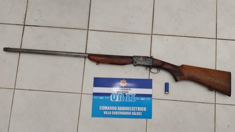 Una de las armas secuestradas a padre e hijo.