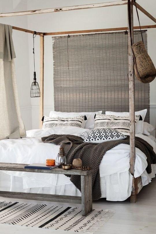 otra de las propuestas que cambia totalmente el ambiente son las camas con dosel basadas en un estilo colonial y con un encanto especial