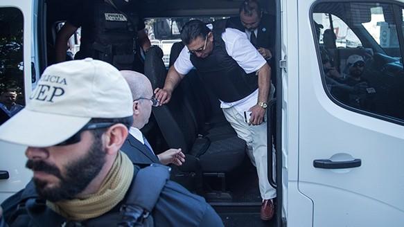 Paz al momento de bajar de la camioneta que lo trasladó. (Alan Monzón/Rosario3.com)