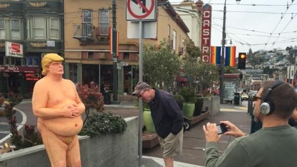 Subastan por 28.000 dólares una estatua de Trump desnudo