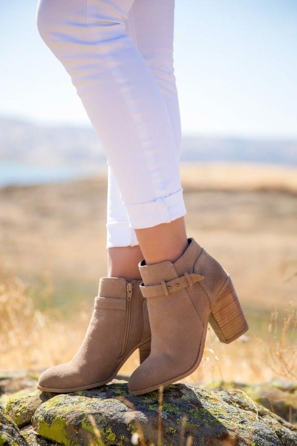 c13ed379d Trend alert! Las botas cortas y de taco ancho están de moda ...