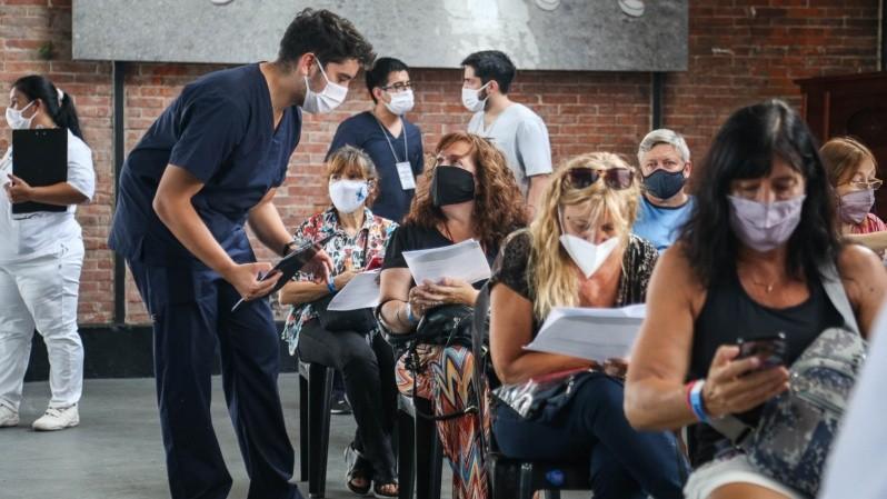 La organización para la vacunación de los docentes en Rosario. (Alan Monzón/Rosario3)